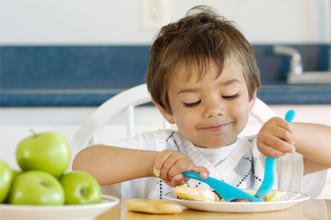 chefmom-happy-toddler-eating